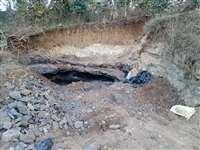 छिंदवाड़ाः खिरसाडोह में बुल्डोजर से खोदा कोयला