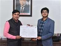 Bilaspur News: डा.सीवी रामन विवि व स्मार्ट सिटी के बीच हुआ एमओयू