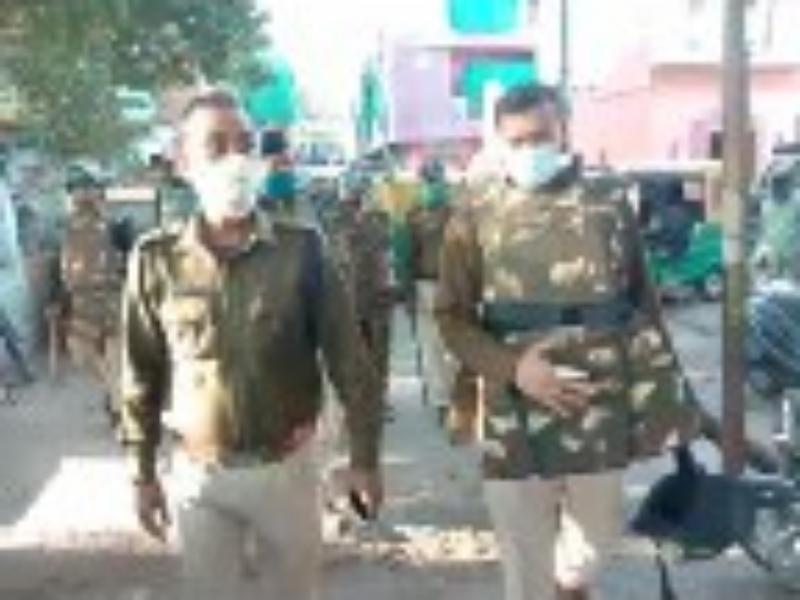 Gwalior Crime News: आधा सैकड़ा जवानों के साथ दूसरे दिन पुलिस अधिकारियों ने गड्ढे वाले मोहल्ले में सर्चिंग की