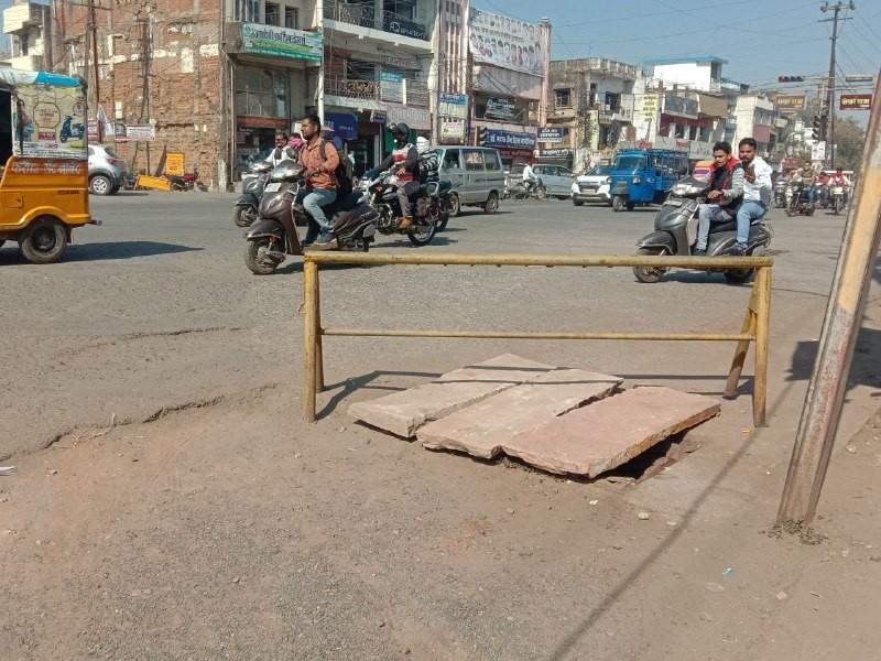 Jabalpur News: सड़क को चौड़ा करने गिट्टी- मुरम डाली, डामरीकरण करना भूले