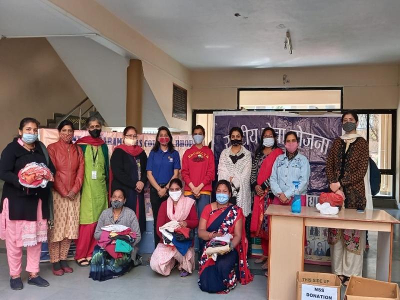 Bhopal News: संत हिरदाराम कॉलेज में मनाई गई नेताजी सुभाष जयंती, गरीबों को बांटे ऊनी वस्त्र
