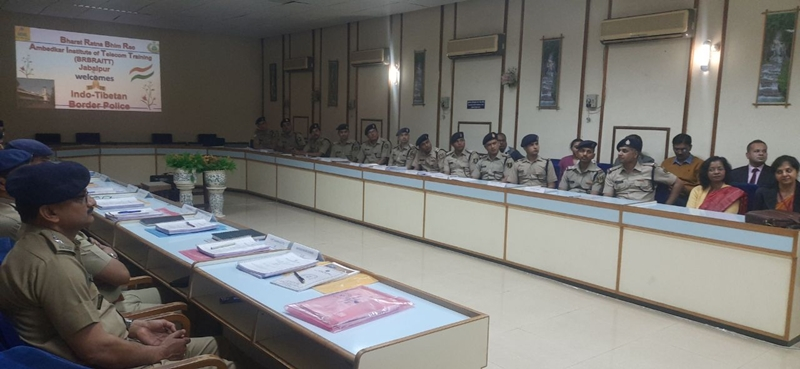 Jabalpur News : सीमा पर नेटवर्क कैसे रहे सुरक्षित, इस बारे में जान रहे जवान