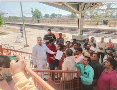 घंसौर में रीवा-नागपुर ट्रेन का स्टापेज करने की मांग