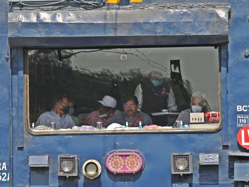इंदौर में पश्चिम रेलवे महाप्रबंधक बोले, हमारे पास सौ रुपये, खर्चा है 500 का