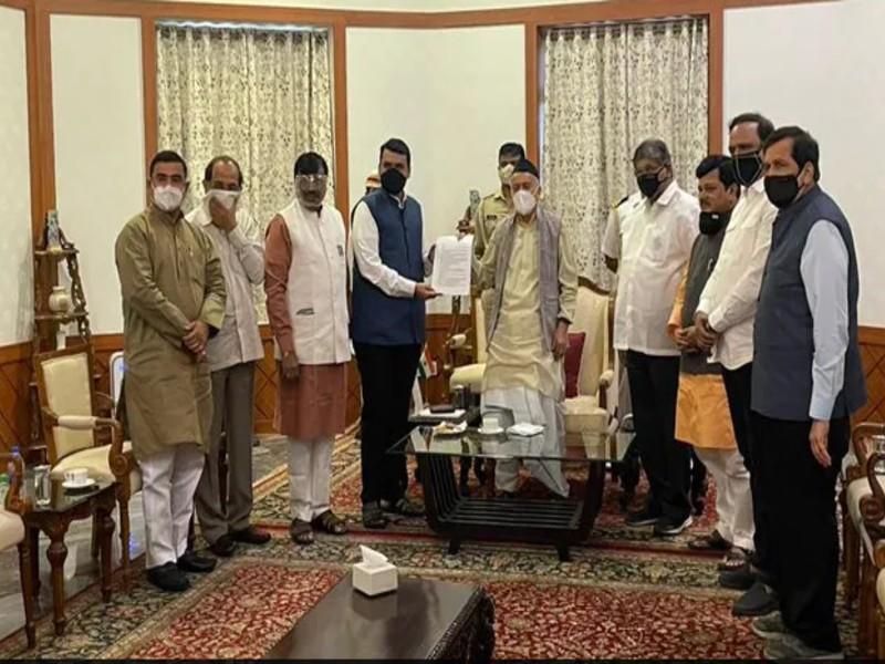 राज्यपाल से मिले देवेंद्र फडणवीस, कहा- चुप क्यों है CM ठाकरे, महाविकास अघाड़ी को बताया 'महावसूली सरकार'