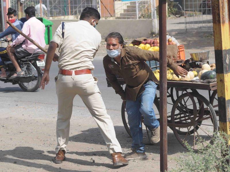 उज्जैन में जनता कर्फ्यू : छूट मिलते ही सड़कों पर आए लोग, पुलिस की परेशानी बढ़ी