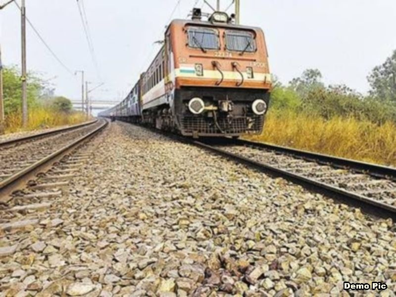 Naxal Derailed Train in Dantewada: नक्सलियों ने खोल दी फिश प्लेट, किरंदुल-विशाखापट्टनम एक्सप्रेस बेपटरी