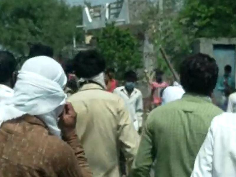 उज्जैन के मालीखेड़ी गांव में कोविड टीकाकरण के लिए गई टीम पर हमला