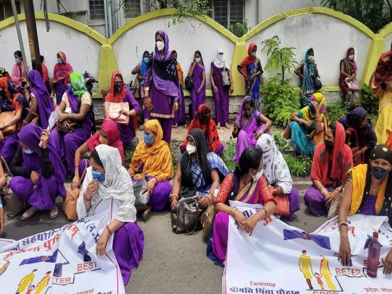 Bhopal News : सैकड़ों आशा ऊषा कार्यकर्ता धरने पर बैठी, पुलिस को भनक तक नहीं लगी
