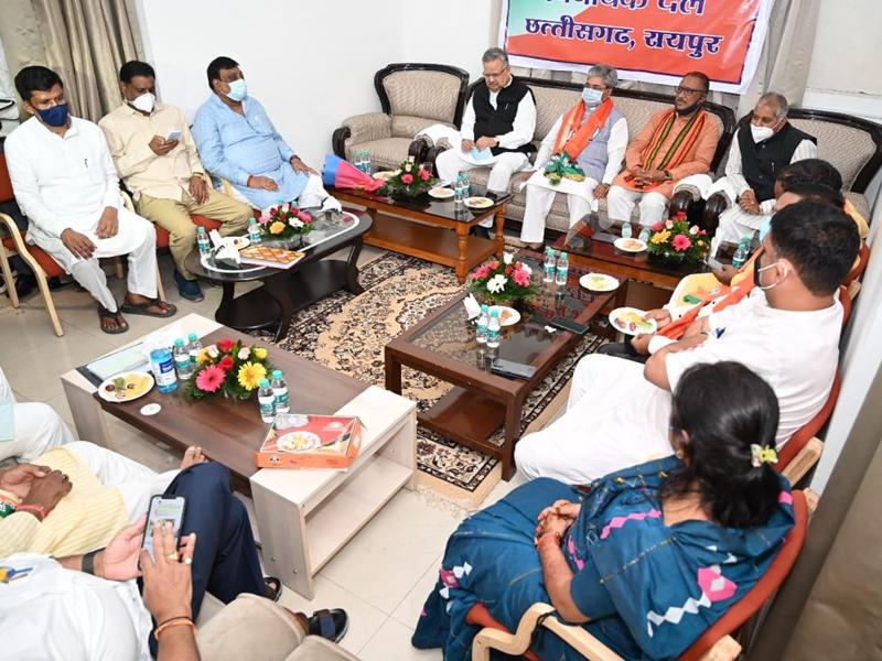 BJP Meeting: केंद्रीय योजनाओं में गड़बड़ी कर रही राज्य सरकार: कौशिक