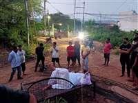 Gwalior Political News: बिजली घर के बाहर खटिया बिछाकर लेट गए ऊर्जा मंत्री, कहा-लाइट आएगी तभी उठूंगा