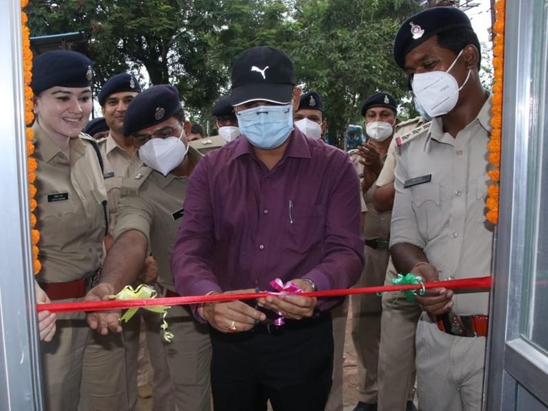 Police Initiative: महिला अपराध रोकने सरस्वती नगर पुलिस थाना परिसर में 'संवेदना कक्ष'