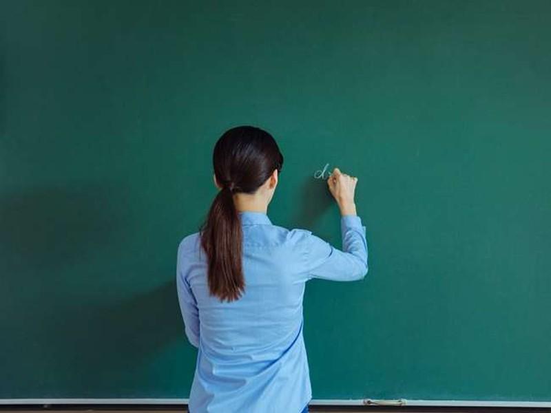 Jabalpur News: आनलाइन कक्षा शांति से हो, इसके लिए शिक्षकों ने बच्चों को सिखाया साइन का इस्तेमाल करना
