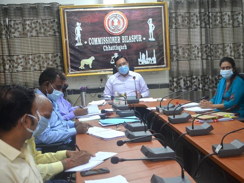 Meeting of The Commissioner: कमिश्नर डा. अलंग ने अफसरों के दी हिदायत, गिरदावरी में ना हो किसी तरह की गड़बड़ी