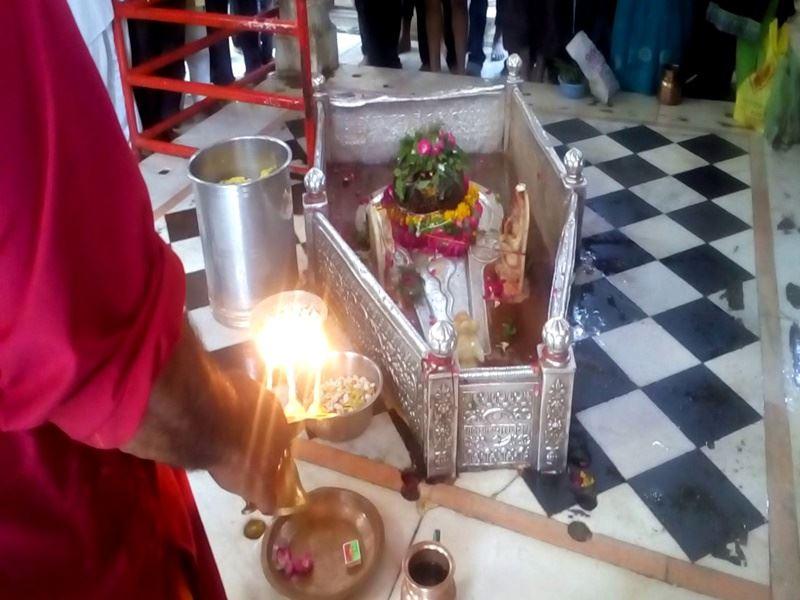 Sawan 2021: तिथि क्षय के साथ श्रावण मास शुरू, भोलेनाथ के दर्शन को भक्त पहुंचे मंदिर