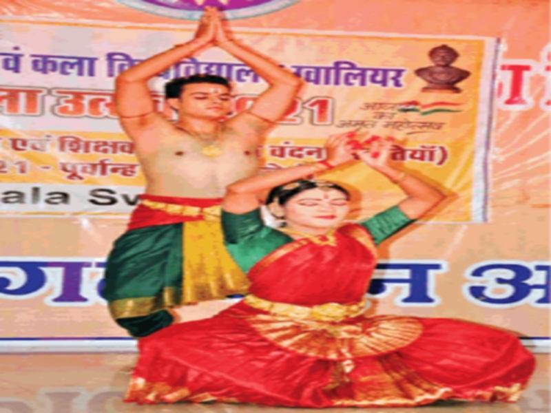Guru Purnima 2021: ग्वालियर में मंदिराें में हुआ भगवान का श्रंगार, काेविड नियमाें का भी रखा ध्यान