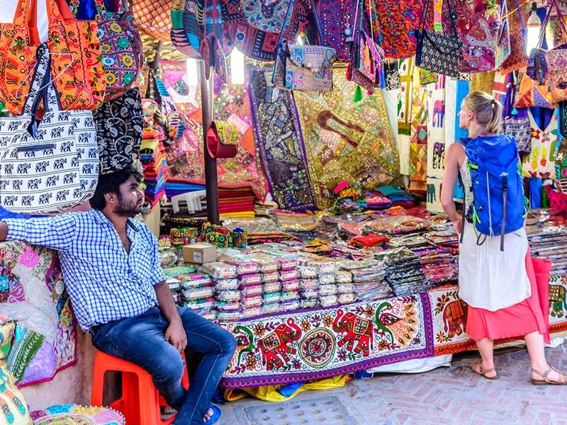 Delhi Unlock 3.0 Guidelines: दिल्ली में तेजी से बढ़ते कंटेनमेंट जोन के बीच साप्ताहिक बाजारों का ट्रायल आज, ये हैं नियम