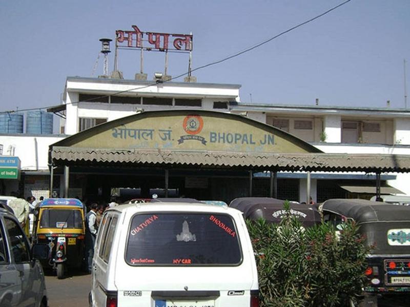Bhopal Railway News: भोपाल स्टेशन का नया भवन दोनों फुट ओवरब्रिज से जुड़ेगा, यात्रियों को होगी सहूलियत
