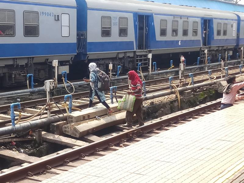 Rail News Bilaspur: दुर्घटना से देर भली फिर भी यह कैसी हड़बड़ी