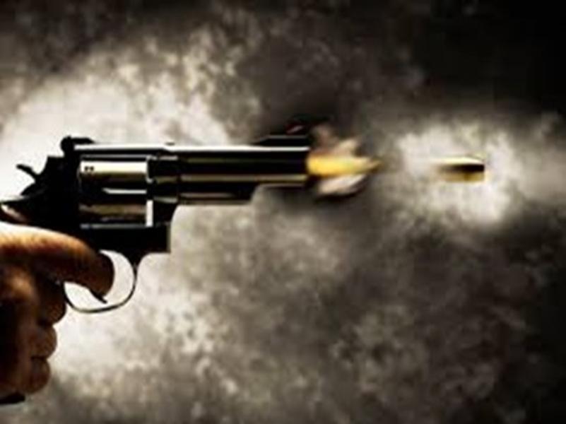Crime News: बीजापुर में एक्सीडेंटल फायर में एक जवान की मौत, एक घायल