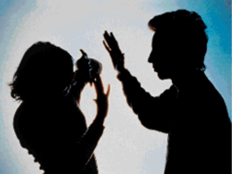 Indore Crime News: तलाक चाहिए तो शराब पीने के लिए रुपये देने होंगे