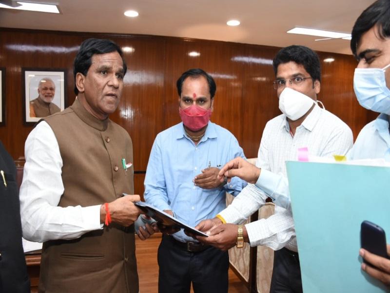 Bhopal Railway News: रेल राज्यमंत्री से गुहार, पैसेंजर ट्रेन चलवाकर सामान्य टिकट दिलवाइए