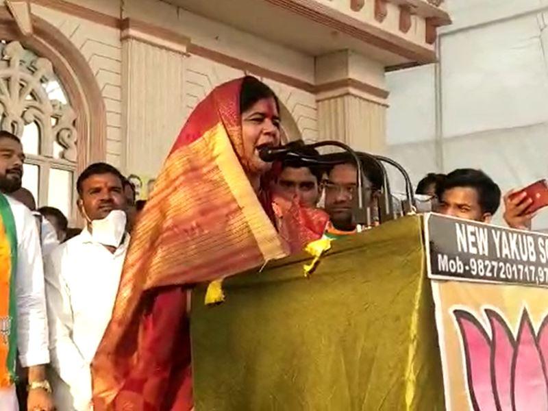 MP By-Elections: अब भाजपा उम्मीदवार इमरती देवी ने कमल नाथ को लेकर दिया ऐसा बयान