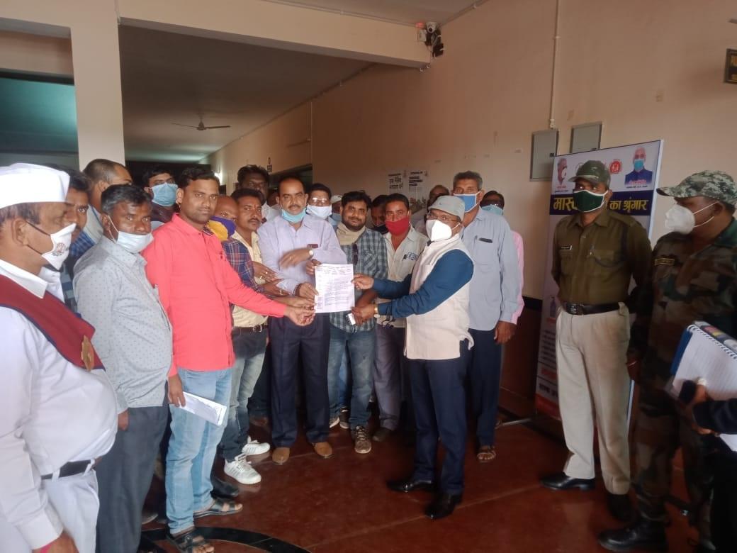 Bilaspur News: कलेक्टर को सहकारी समिति संघ ने सौंपा ज्ञापन