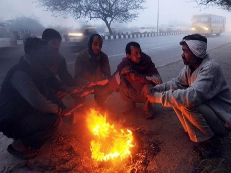 Chhattishgarh News: प्रदूषण कम, सात डिग्री गिरा रात का पारा तो ठंड का अहसास हो रहा ज्यादा
