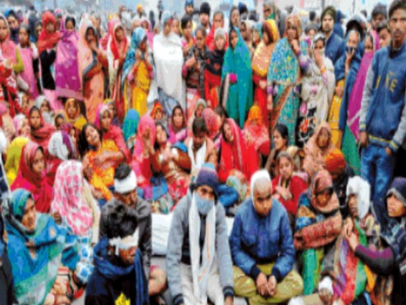 Gwalior Accident News: भाजपा की रैली में शामिल हाेने गया किशाेर लोडिंग वाहन पलटने से हुआ घायल, अस्पताल में माैत, स्वजनाें ने लगाया जाम