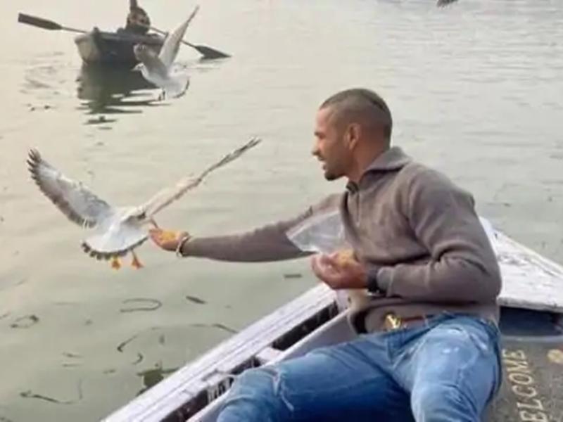 Shikhar Dhawan को नाव में घुमाने वाले वाराणसी के दो नाविकों पर कार्रवाई, जानिए क्या है मामला