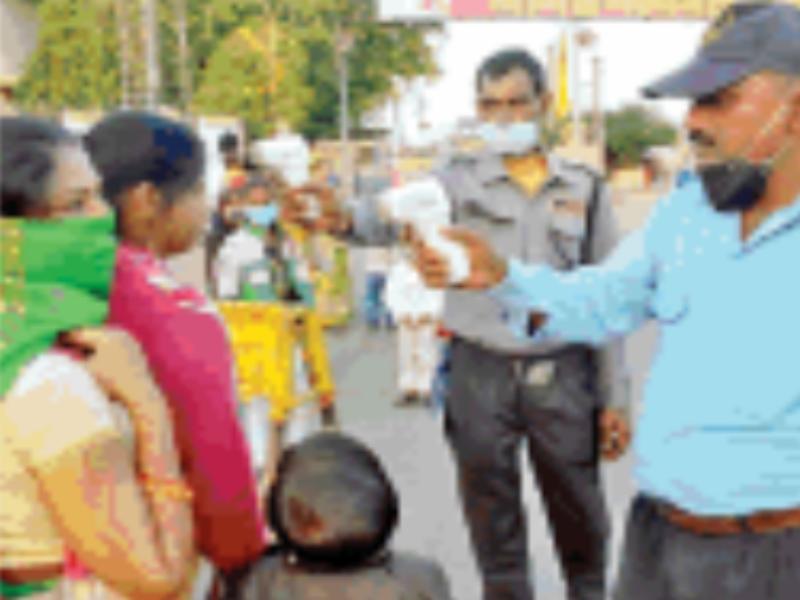 Gwalior Trade Fair News: गेट पर थर्मल स्क्रीनिंग, अंदर न मास्क पर सख्ती न दिखी सुरक्षित दूरी