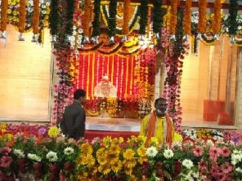 अस्थाई मंदिर में शिफ्ट हुए रामलला, चांदी के सिंहासन पर विराजे, हुई भव्य आरती