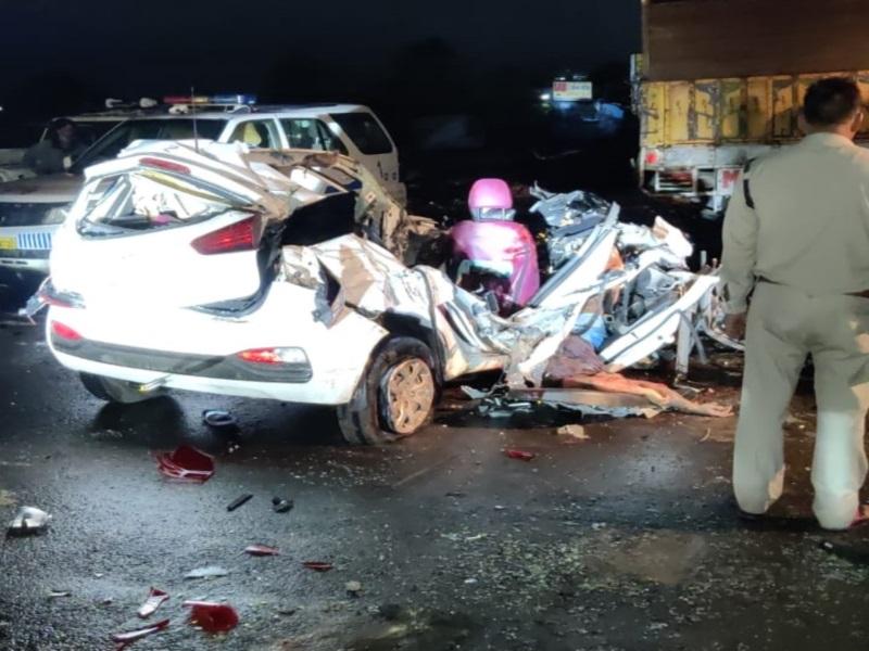 Bhopal Accident News: तेज रफ्तार अनियंत्रित कार ट्रक से भिड़ी, एयरबैग फटे, चार की मौत, एक गंभीर