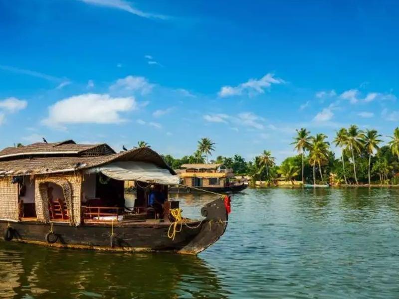 IRCTC Kerala Tour Package: आईआरसीटीसी दे रही केरल घूमने का शानदार ऑफर, कम बजट करें एंजॉय