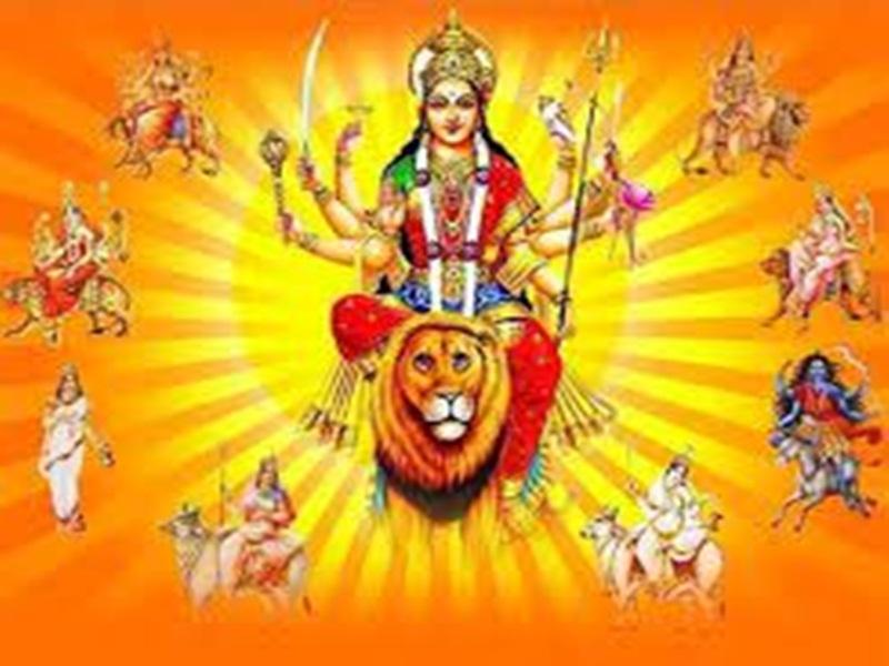 Navratri 2021: मूर्तिकार दे रहे मां दुर्गा की प्रतिमाओं को आकार