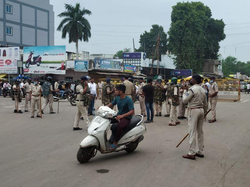 खरगोन में हिंदू संगठनों की रैली पर पथराव, मची अफरा-तफरी, दुकानें हुई बंद