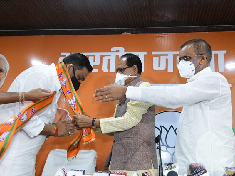 राहुल लोधी ने कहा था कांग्रेस में अंगद के पैर की तरह हूं, अब छोड़ दिया साथ