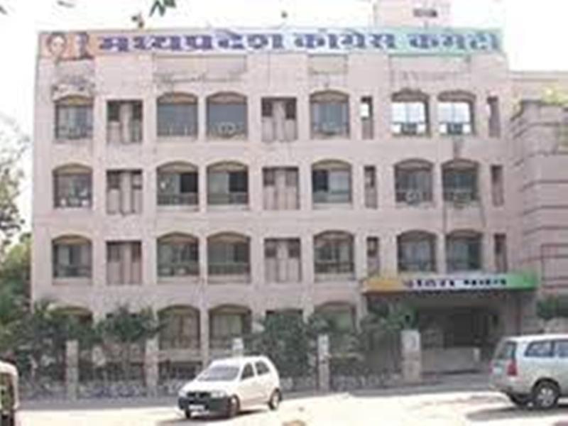 Madhya Pradesh Congress: कांग्रेस नहीं संभाल पा रही कुनबा, सात माह में 26 विधायकों ने छोड़ा 'हाथ'