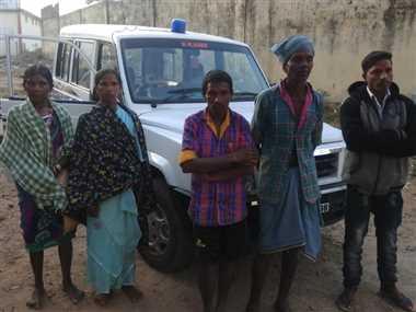 कांकेर मुठभेड़ में मारे गए नक्सलियों का शव लेने पहुंचे स्वजन