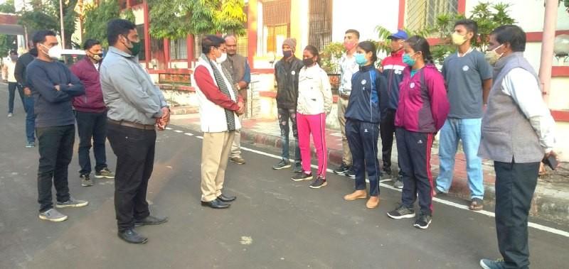 Jabalpur News: राजपथ परेड में चयन होने के लिए रादुविवि से सात स्वयंसेवियों का दल रवाना