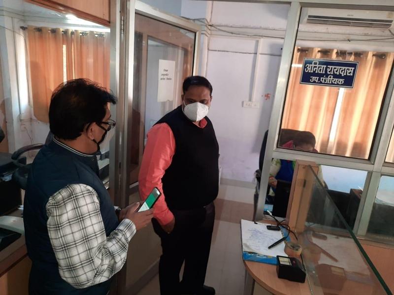 Jabalpur News: पंजीयन दफ्तर पहुंचे कलेक्टर, दो गैर हाजिर उप पंजीयकों का कटेगा वेतन