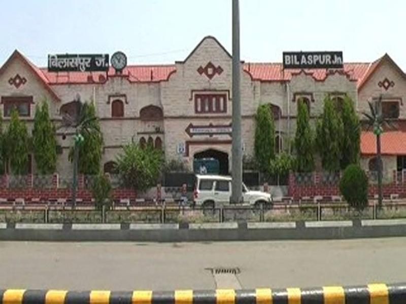 Bilaspur News: स्टेशन में पार्सल के रास्ते दीवार, तोड़कर बनाएंगे नया रास्ता