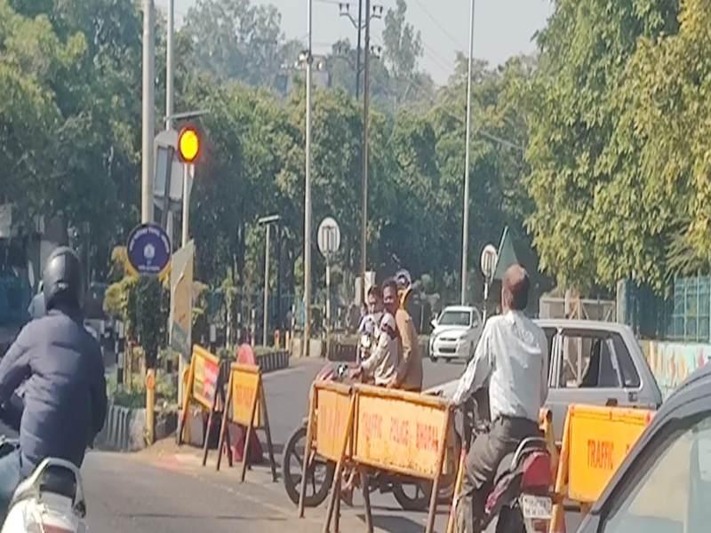 भोपाल का वीआइपी रोड का यातायात भगवान भरोसे, नहीं रहती पुलिस