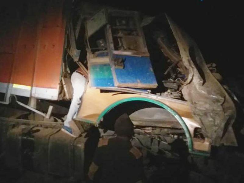 Damoh News: दमोह के नरसिंहगढ़ में पुलिया से नीचे गिरा ट्रक, एक की मौत
