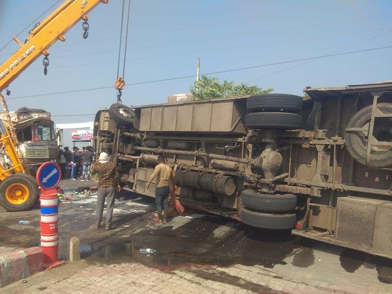 Ujjain Bus Accident: उज्जैन-मक्सी रोड पर बस पलटी, एक की मौत, 12 घायल