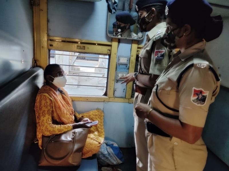 Raipur News : ट्रेन में सफर के दौरान महिला यात्रियों की सुरक्षा करने मेरी सहेली अभियान शुरु