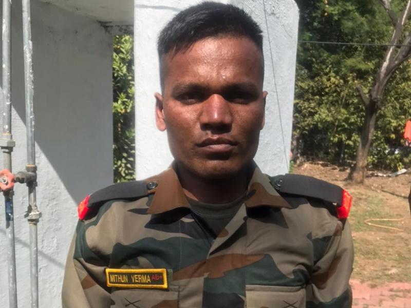 Madhya Pradesh News: महू में सेना की वर्दी पहने पकड़ा गया नकली सैनिक, कई स्थानों पर तस्वीरें भी लीं