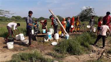 भिंड में पेयजल संकट के चलते पलायन करने को मजबूर ग्रामीण