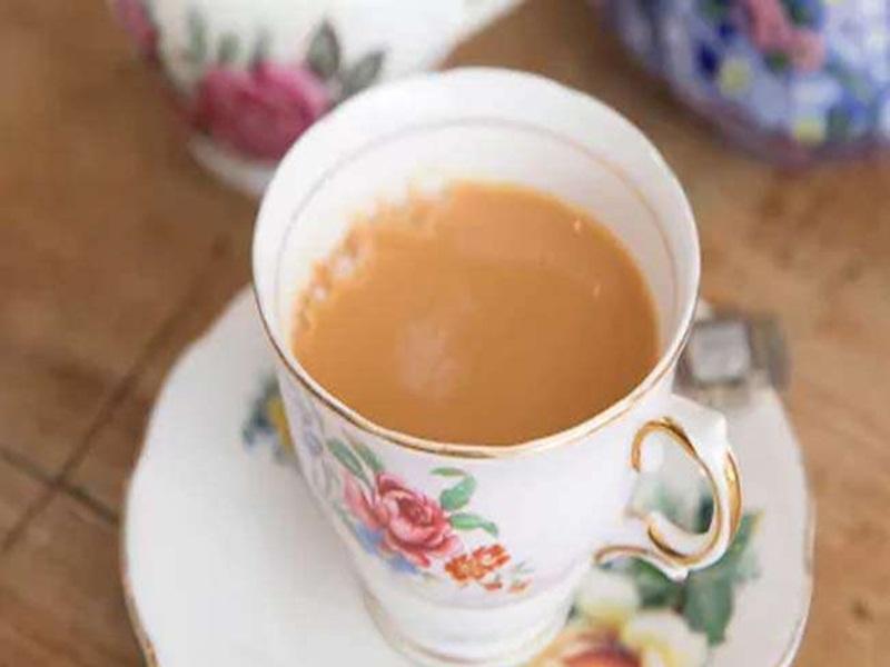 Bed Tea के शौकीन हो जाएं सावधान! जानें खाली पेट चाय-कॉफी पीने के नुकसान